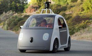 Pequeño automóvil de Google que se conduce solo